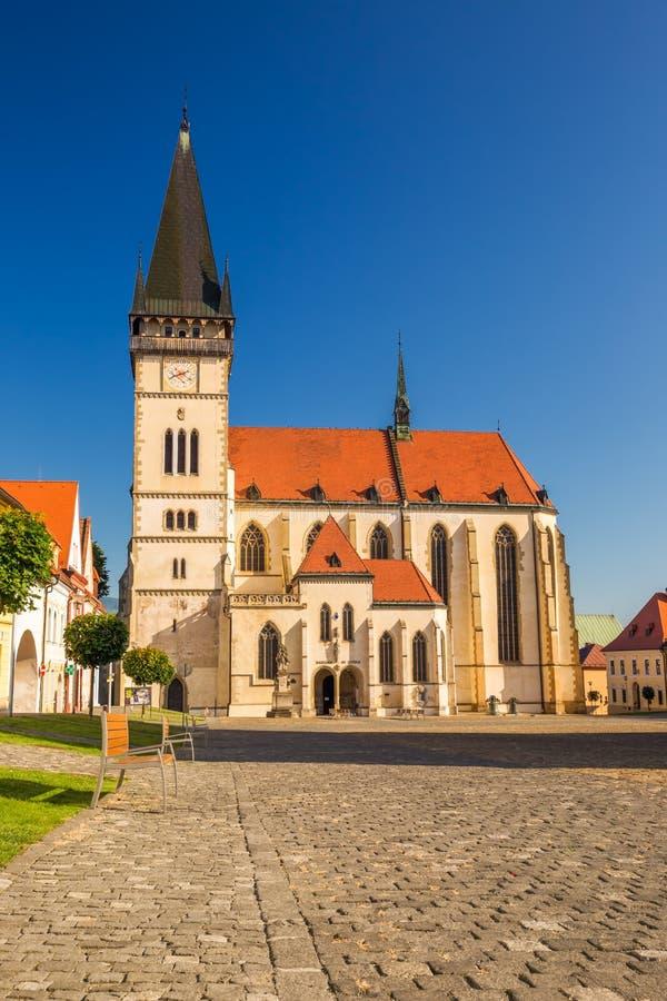 Centro de ciudad histórico de Bardejov con la iglesia del St Aegidius imagenes de archivo