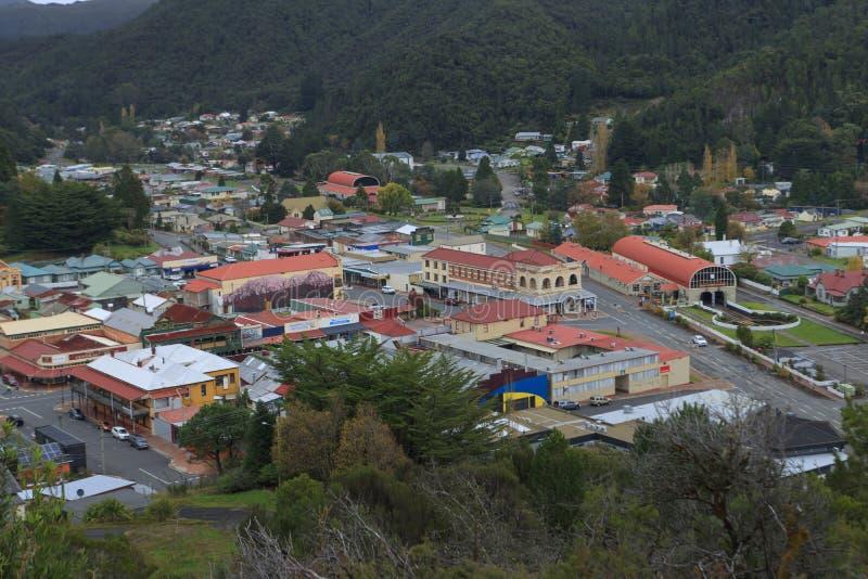 Centro de ciudad minero de Queenstown Tasmania imagen de archivo libre de regalías