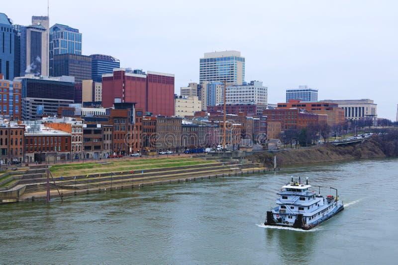 Centro de ciudad de Nashville, Tennessee con el río Cumberland foto de archivo libre de regalías