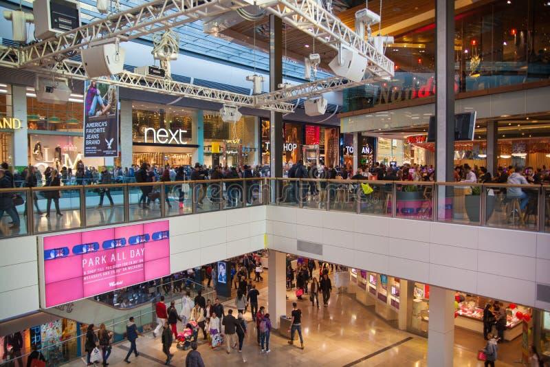 Centro de compra da vila de Stratford, Londres foto de stock