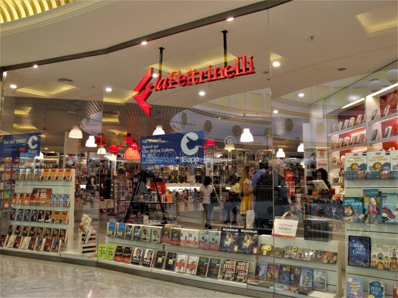 Centro de compra de Euroma 2 em Roma fotos de stock