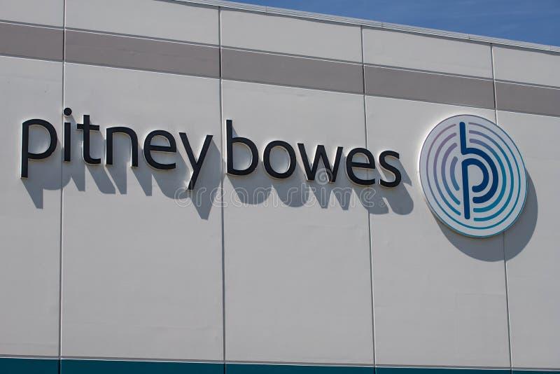 Centro de distribuição de Pitney Bowes Pitney Bowes está transformando em uma empresa digital de suas raizes I do medidor de port imagens de stock