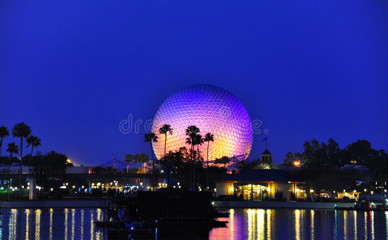 Centro de Epcot no nighttime foto de stock royalty free