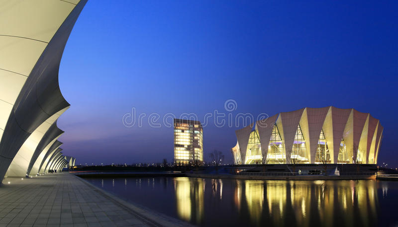 Centro de esportes oriental de Shanghai imagens de stock royalty free