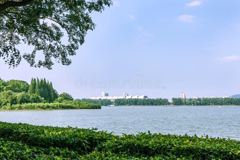 Centro de exposição de Nanjing e lago internacionais Xuanwu imagem de stock royalty free