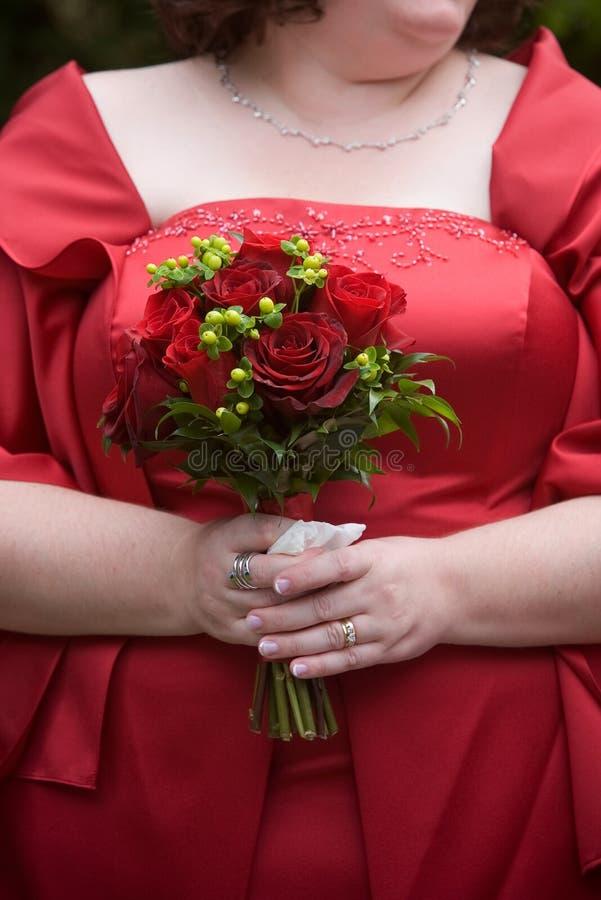 Centro de flores rojo del ramo de la boda imágenes de archivo libres de regalías