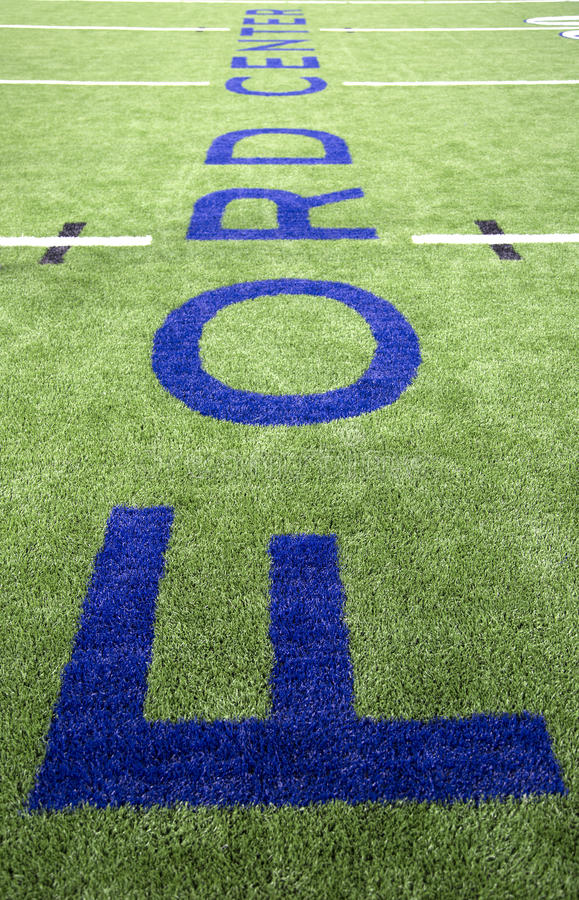 Centro de Ford en campo de la instalación del fútbol foto de archivo