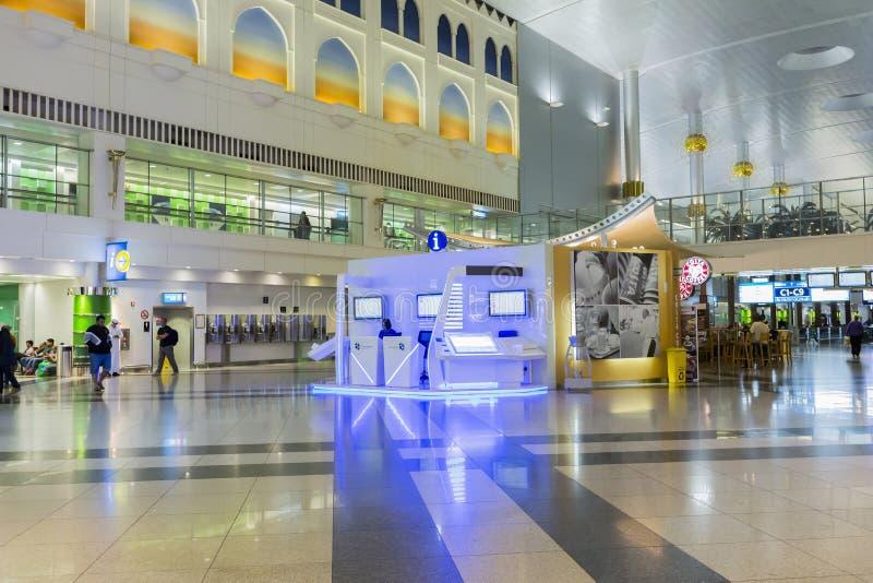 Centro de información en el aeropuerto de Dubai International, UAE fotos de archivo libres de regalías