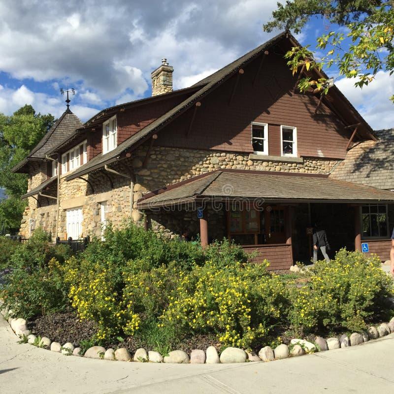 Centro de información de visitante en el jaspe, Alberta imagenes de archivo