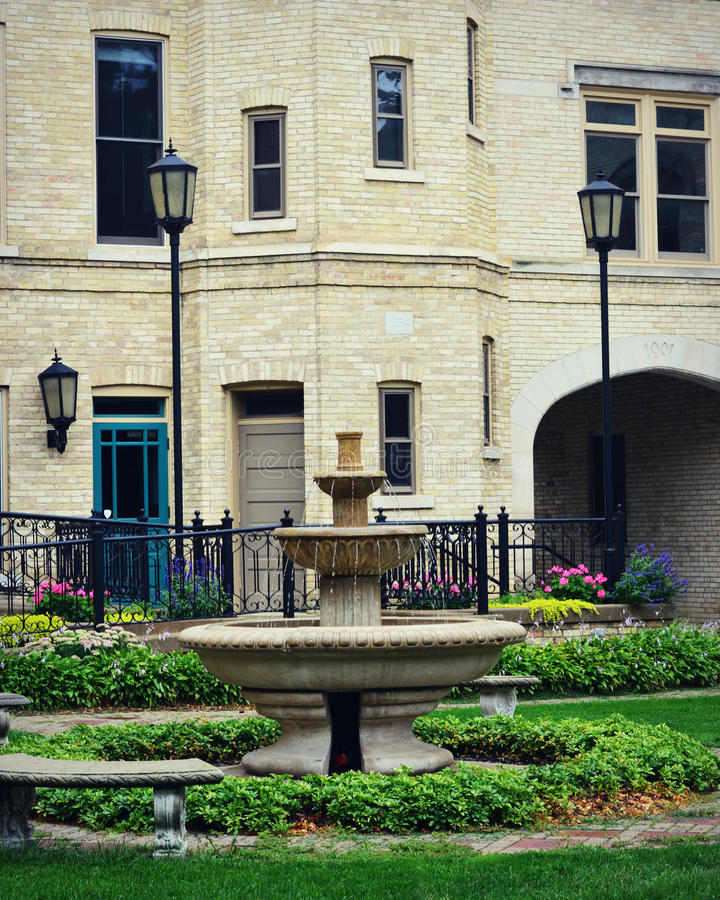 Centro de Kemper de la fuente de agua, Kenosha, Wisconsin imagen de archivo