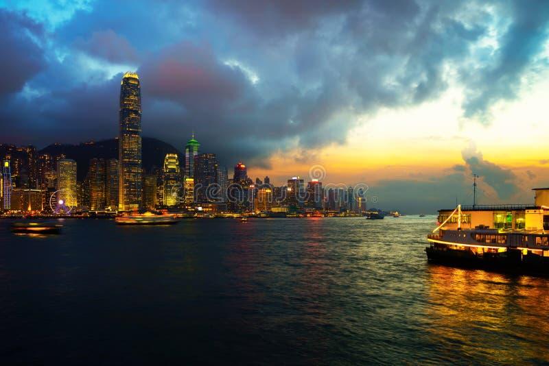 Centro de la ciudad apretado hermoso y paisaje urbano constructivo de Hong Kong fotografía de archivo