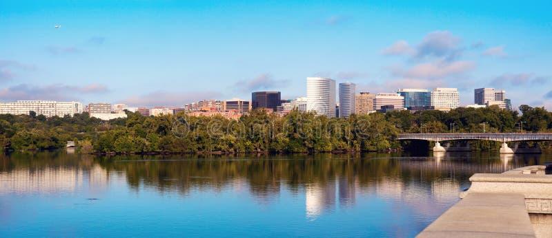 Centro de la ciudad de Arlington, de Virginia y del río Potomac imágenes de archivo libres de regalías