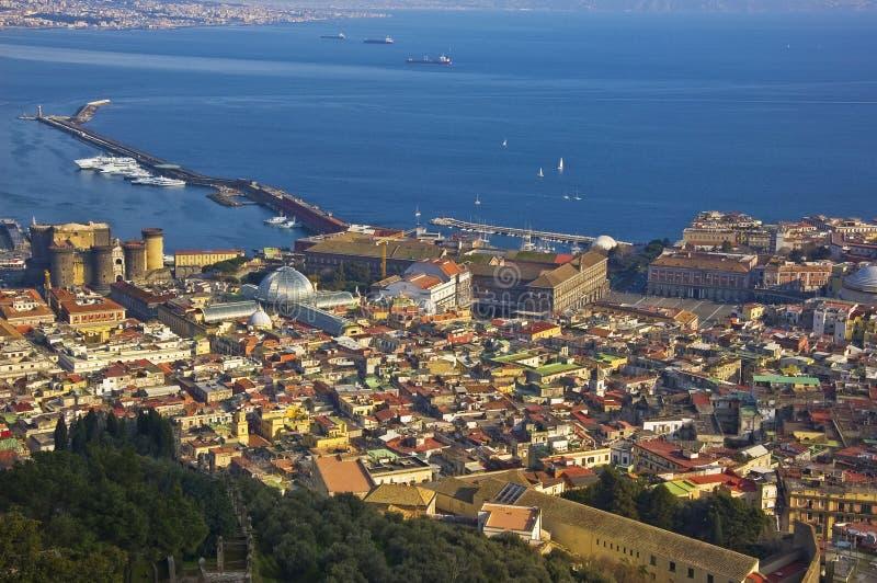 Centro de la ciudad de Nápoles, Italia foto de archivo