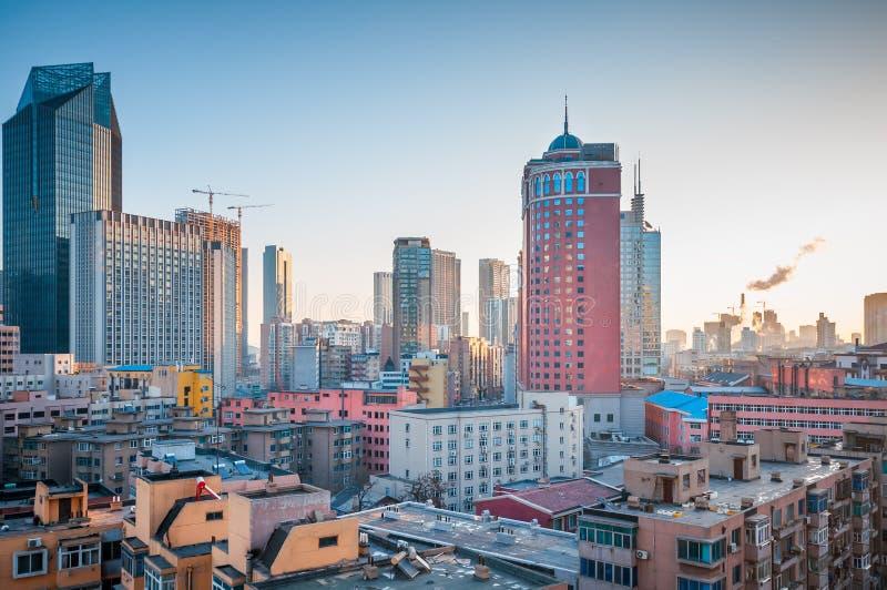 Centro de la ciudad del Dalian, China imagenes de archivo