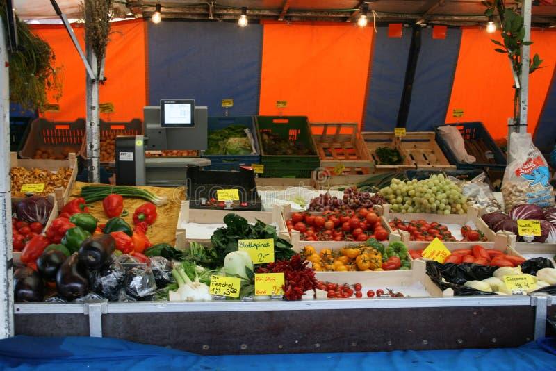Centro de la ciudad del mercado del mercado de las verduras en Dieburg, Alemania fotos de archivo
