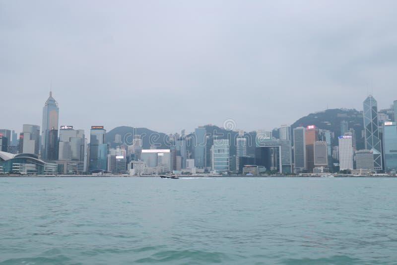 Centro de la ciudad del paisaje urbano del horizonte de Victoria Harbour HK fotos de archivo libres de regalías