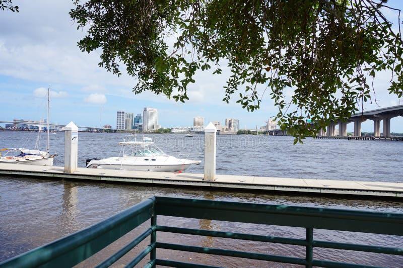 Centro de la ciudad y el río St Johns de Jacksonville imágenes de archivo libres de regalías