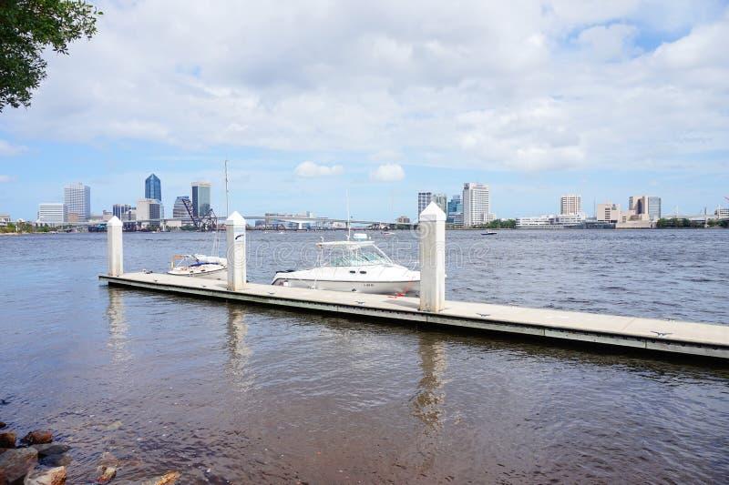 Centro de la ciudad y el río St Johns de Jacksonville fotografía de archivo