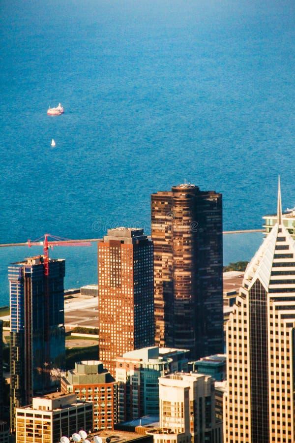 Centro de la ciudad y lago Michigan de Chicago imagen de archivo libre de regalías