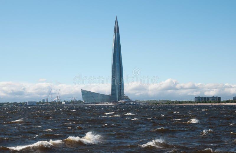 Centro de Lakhta perto do Golfo da Finlândia St Petersburg Rússia fotos de stock royalty free