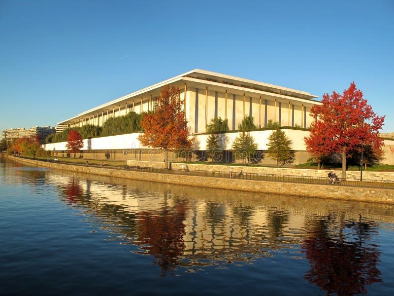 Centro de las artes interpretativas de Kennedy - río de Potomac fotografía de archivo