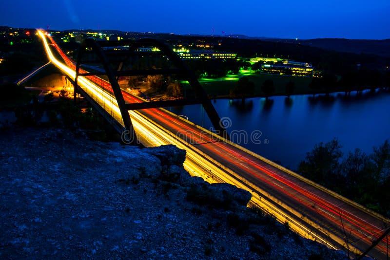 Centro de las luces del coche del puente de Pennybacker 360 de la carretera fotografía de archivo libre de regalías