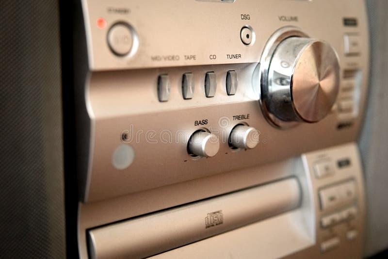 Centro de música compacto moderno com controle de volume imagens de stock royalty free