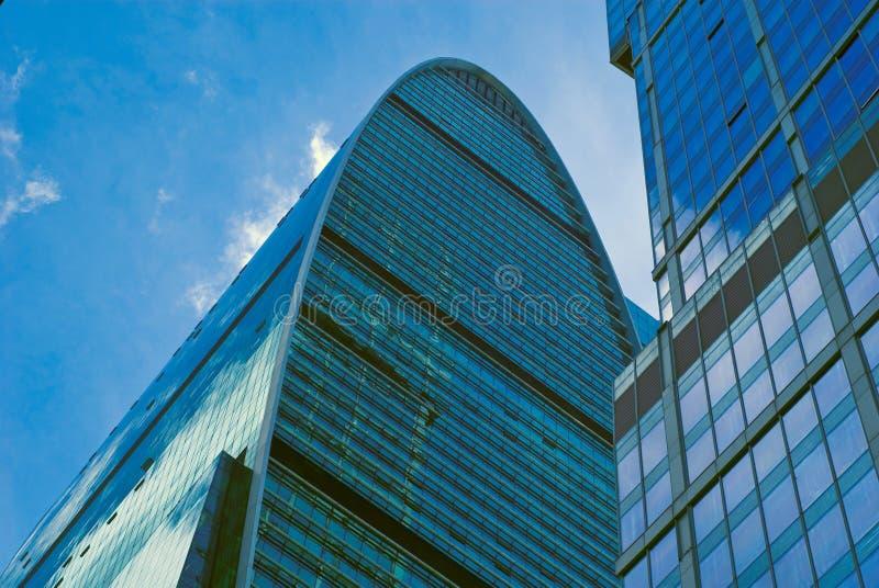 Centro de negócios moderno das construções novas fotografia de stock royalty free