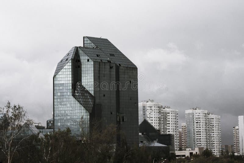 Centro de negocios abandonado en Moscú imagenes de archivo