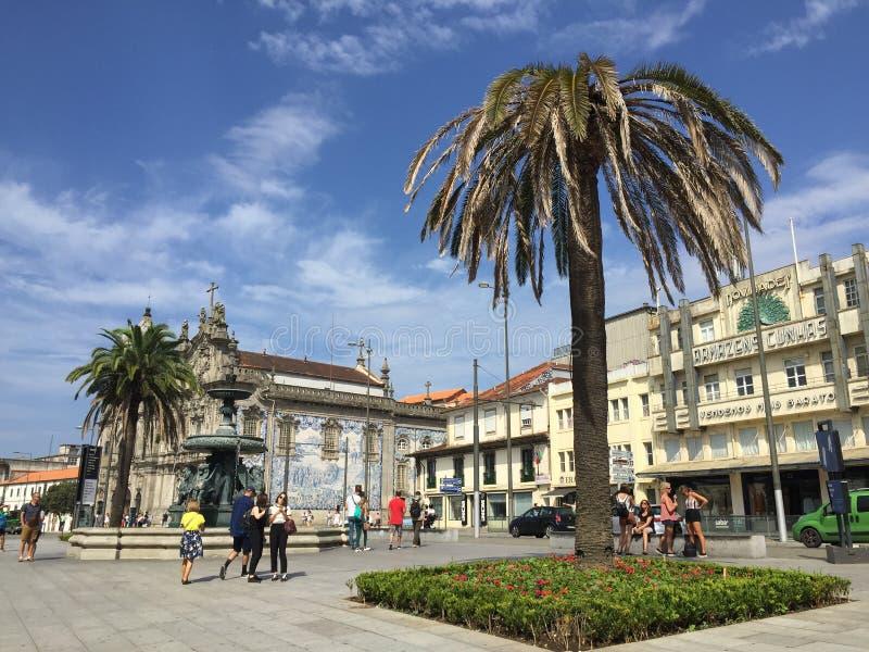 Centro de Oporto en un día soleado imagenes de archivo
