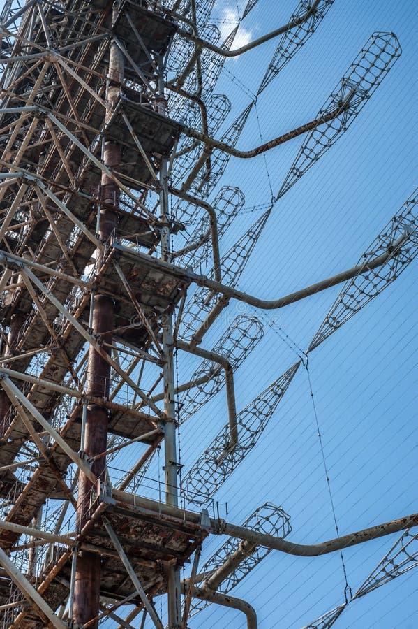Centro de radio de la telecomunicación en Pripyat, Chernóbil con el cielo azul en fondo fotos de archivo libres de regalías