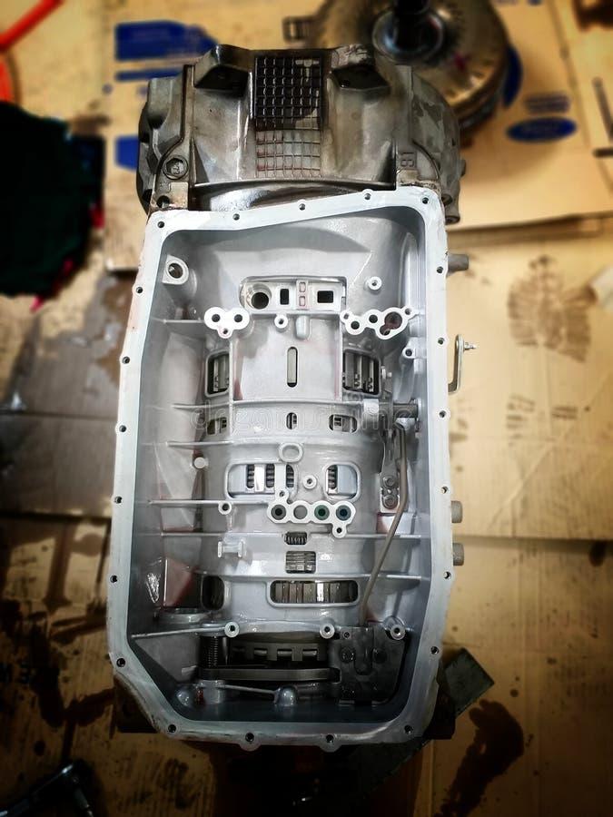 Centro de serviço de reparações velho do carro das peças sobresselentes do carro fotos de stock