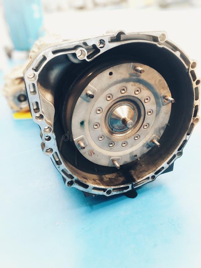 Centro de serviço de reparações velho do carro das peças sobresselentes do carro imagem de stock