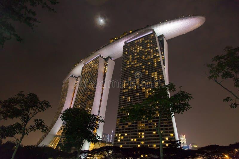 Centro de Singapur en la noche fotos de archivo libres de regalías