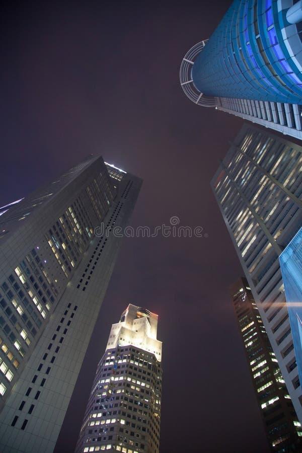 Centro de Singapur en la noche imágenes de archivo libres de regalías