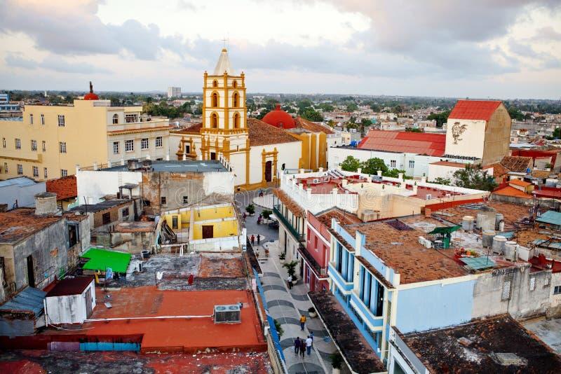 Centro del patrimonio mondiale dell'Unesco di Camaguey da sopra Vista della via pedonale Maceo verso la chiesa di Soledad Da sopr fotografia stock