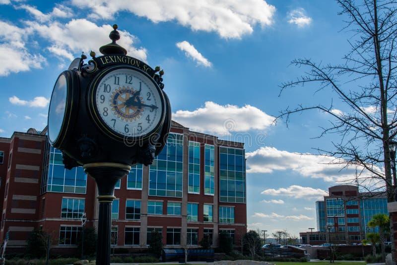 Centro del sud di Lexington Carolina Main Street Town Clock immagini stock