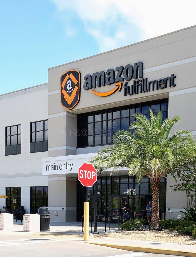 Centro di adempimento di Amazon fotografia stock