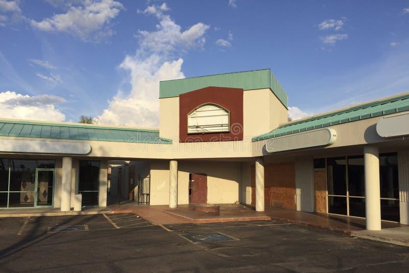 Centro di affari abbandonato immagine stock