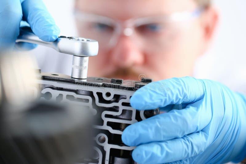 Centro di auto-cura del riparatore sulla riparazione di immagine stock