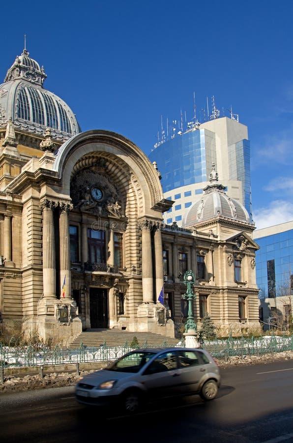 Centro di Bucarest - palazzo della CCE fotografia stock