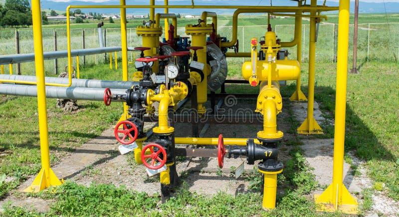 Centro di distribuzione del gas naturale un giorno soleggiato luminoso fotografie stock libere da diritti
