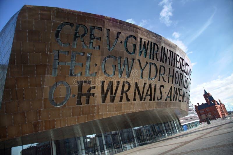 Baia di Cardiff con il centro di millennio immagine stock