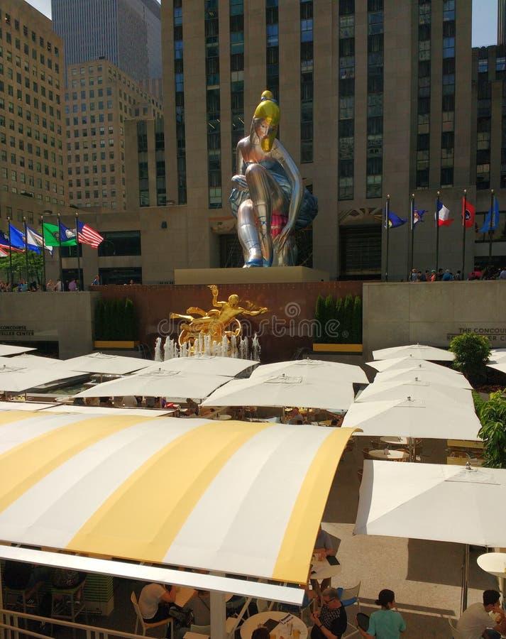 Centro di Rockefeller, ballerina messa da Jeff Koons, New York, NYC, NY, U.S.A. fotografie stock libere da diritti