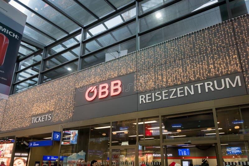 Centro di servizio del biglietto di OBB alla stazione ferroviaria principale a Vienna fotografia stock libera da diritti