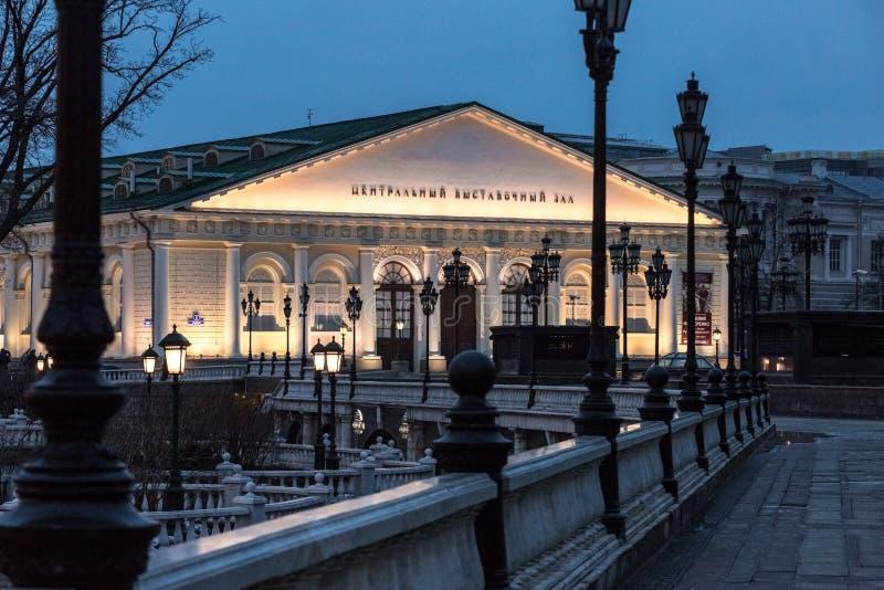 Centro espositivo centrale Luci di sera di Mosca del quadrato di Manezh immagini stock