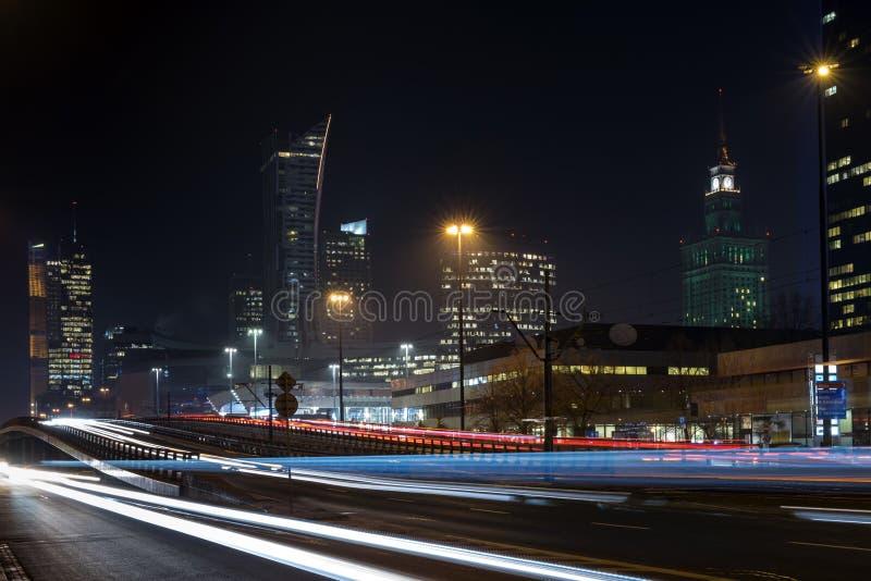 Centro financeiro de Varsóvia na noite imagem de stock royalty free