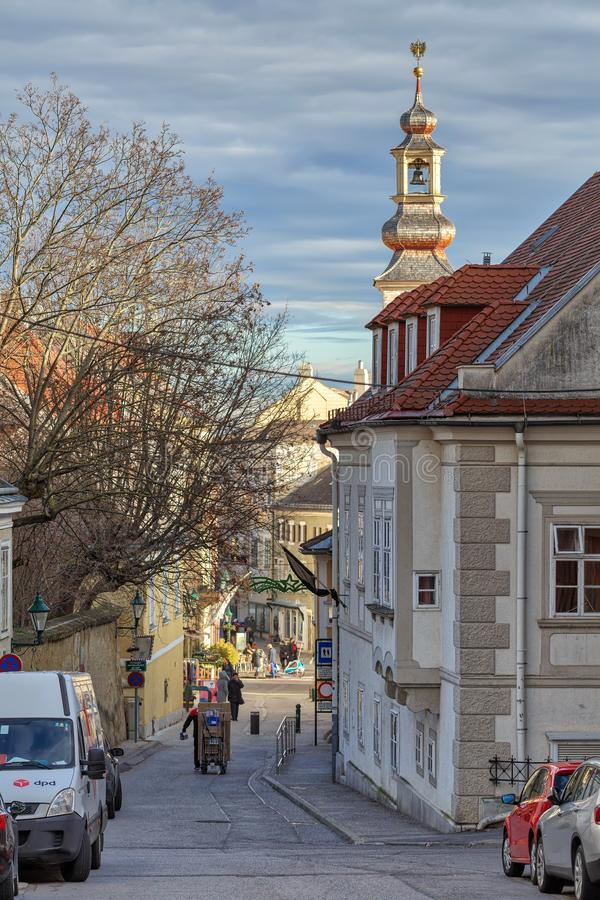 Centro histórico da cidade de Moedling em um dia de inverno ensolarado Moedling, Baixa Áustria imagem de stock royalty free