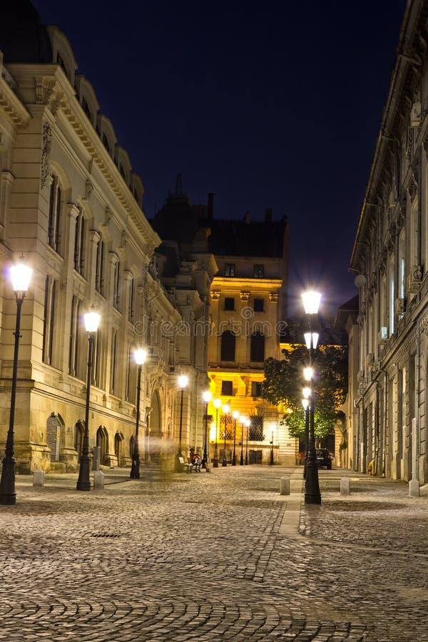 Centro histórico de Bucarest por noche fotografía de archivo libre de regalías