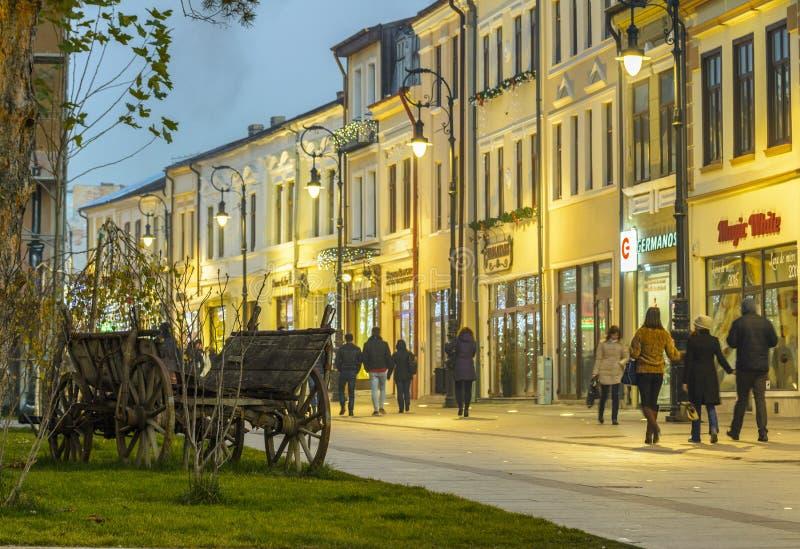 Centro histórico de Craiova en la noche imagen de archivo libre de regalías